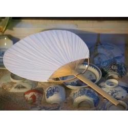 Bambukinė balta vėduoklė
